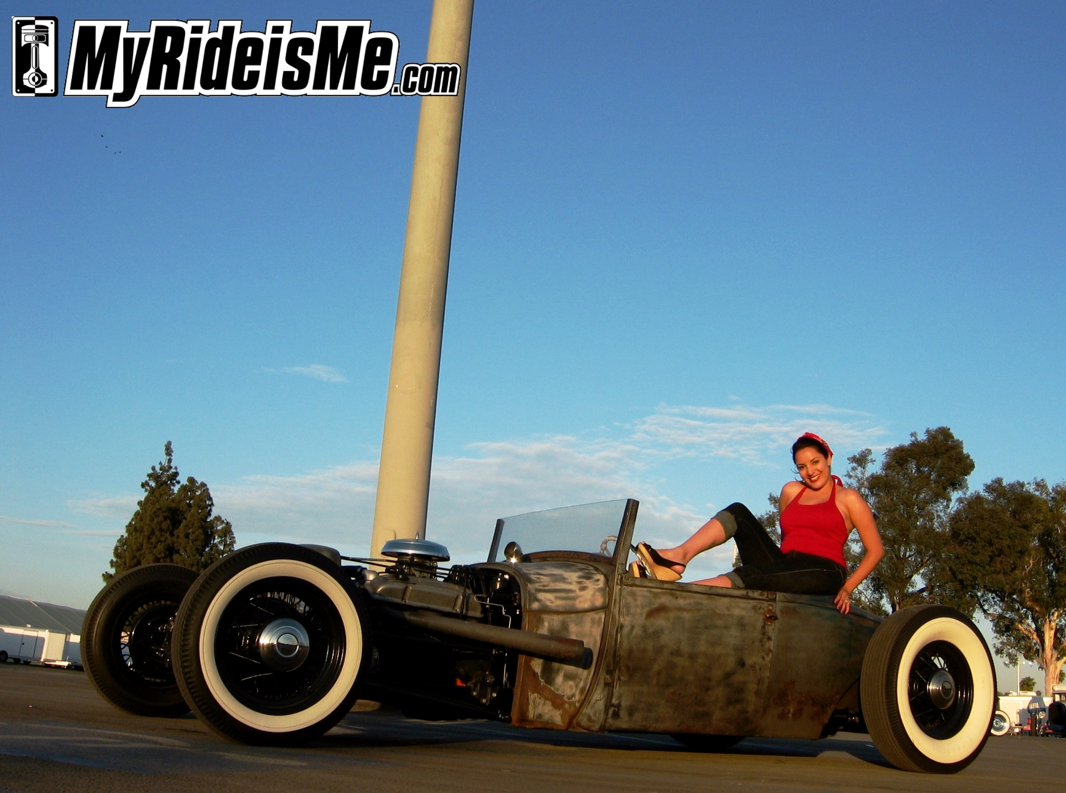 Pinup models go with Hot Rods