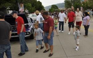 Hechtspeed junior admires a Dodge Charger revving its V8