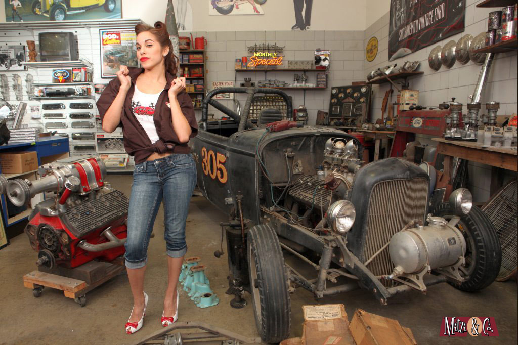 Hot rod Pinup models at vintage-ford