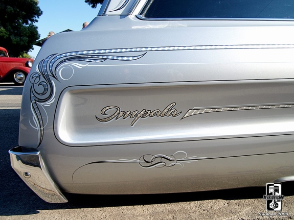 Custom Chevy Impala gets its fender embellished with pinstriping
