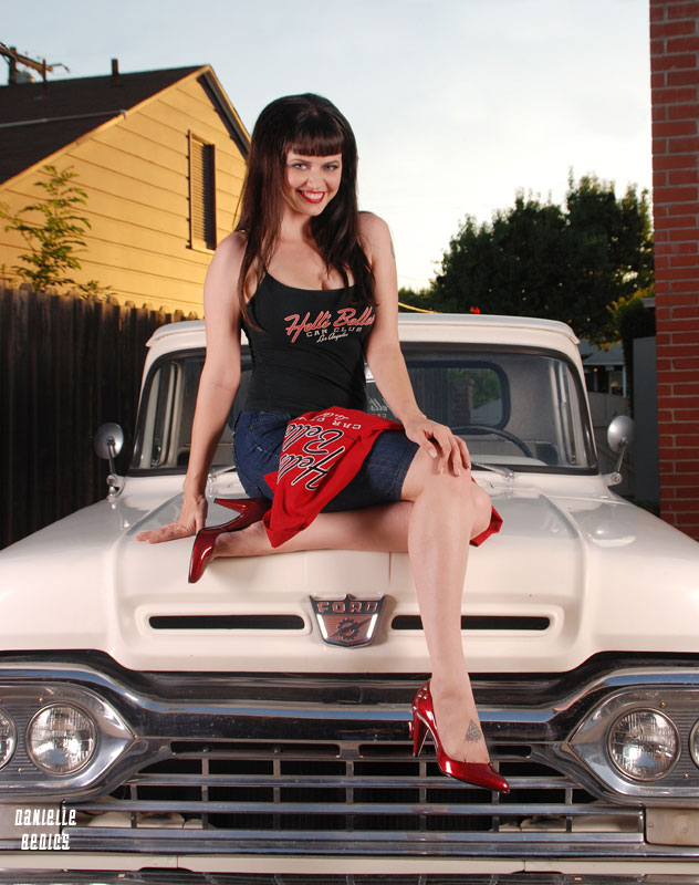 Hot-rod-pinup-model-Heidi-van-horne-Hell's Belles Car Club