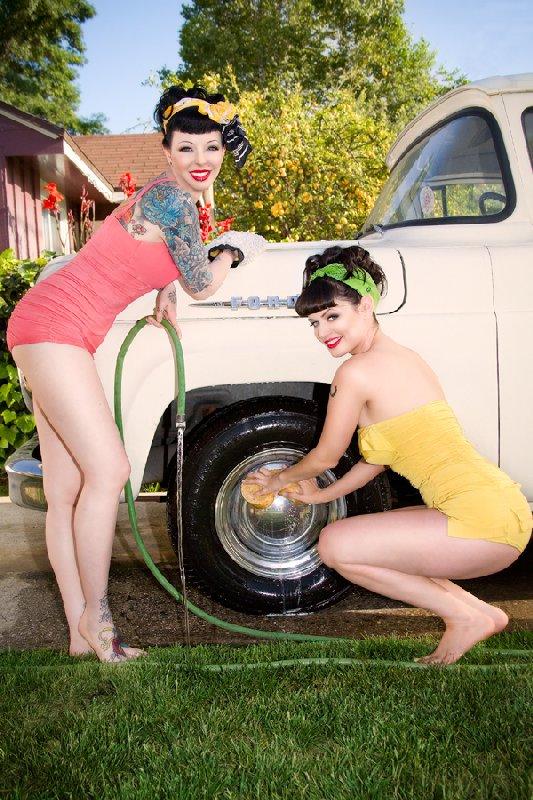 Hot-rod-pinup-bikini models-Heidi-van-horne