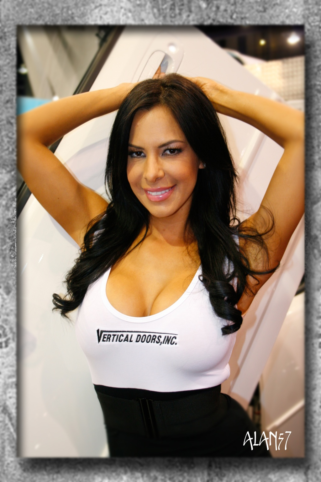 SEMA-booth-babes-promotion-models-1