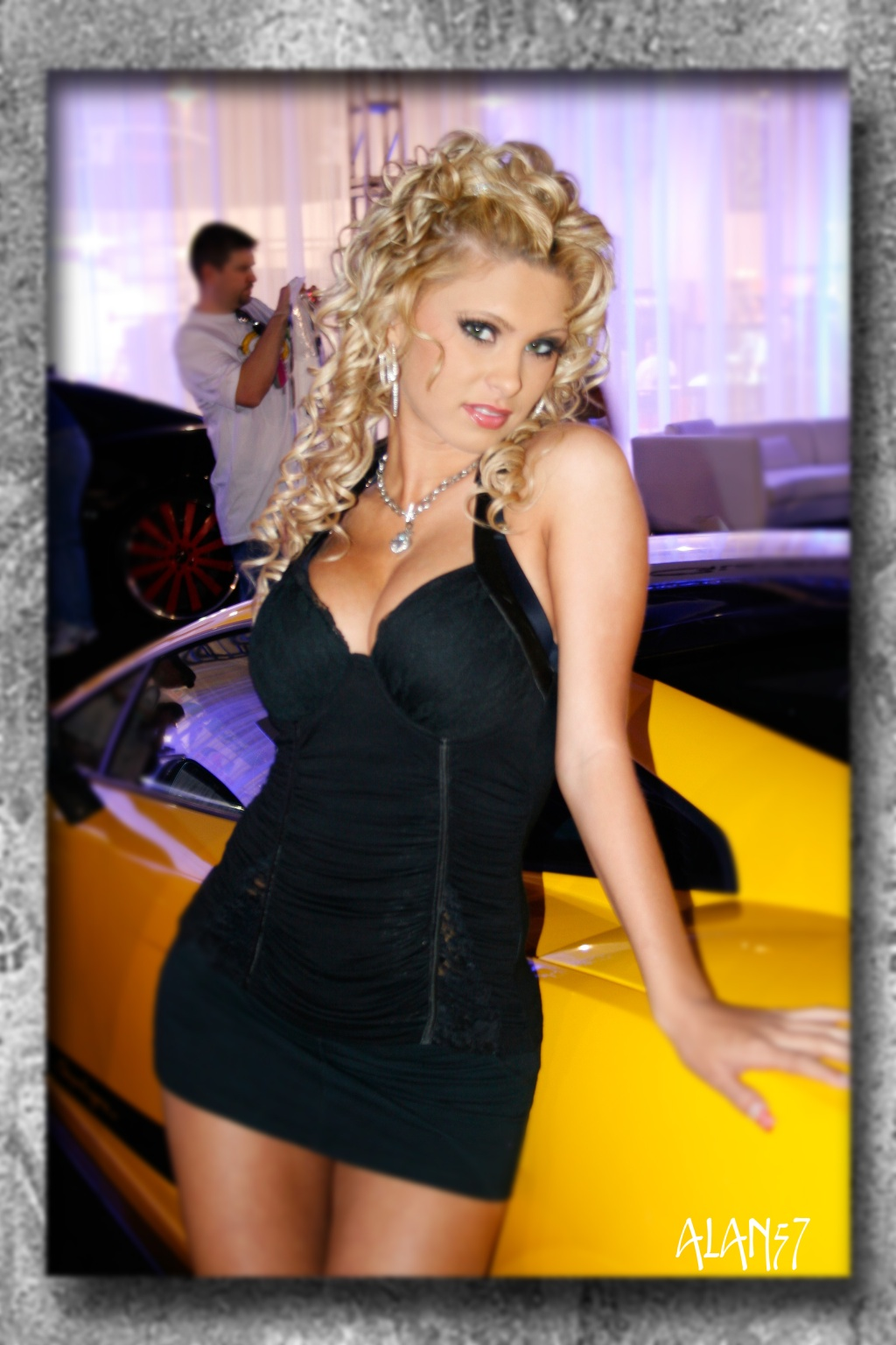 SEMA-booth-babes-promotion-models-5