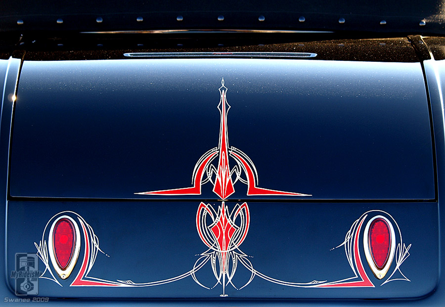 Pinstriping intricate decklid detailed style