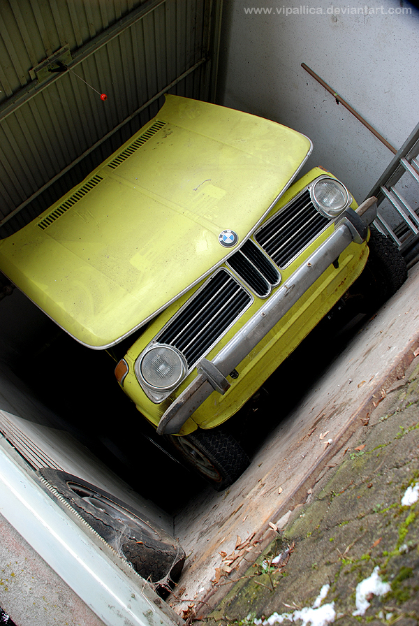 Pascal's 1973 BMW 1802 Touring has a front tilt hood like most vintage bimmers