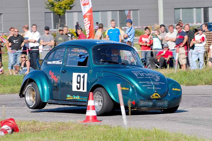 VW 1303S lifts the rear inside wheel while cornering