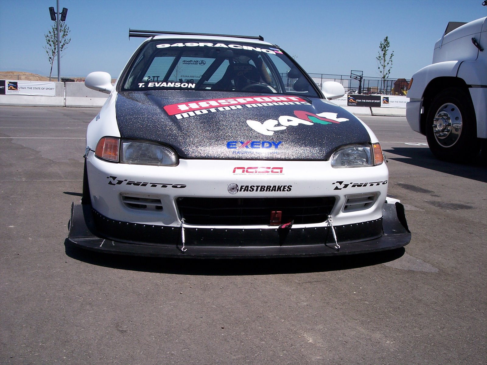 Super sized front splitter on Tag Evanson's Civic gives the needed down force