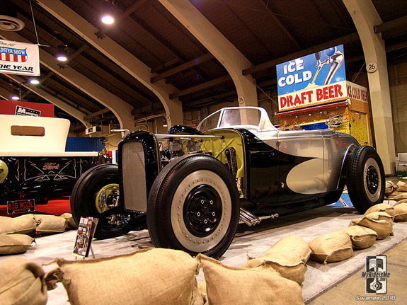 Platinum Bomb 1932 Ford Roadster built by Hollywood Hot Rods at 2010 GNRS