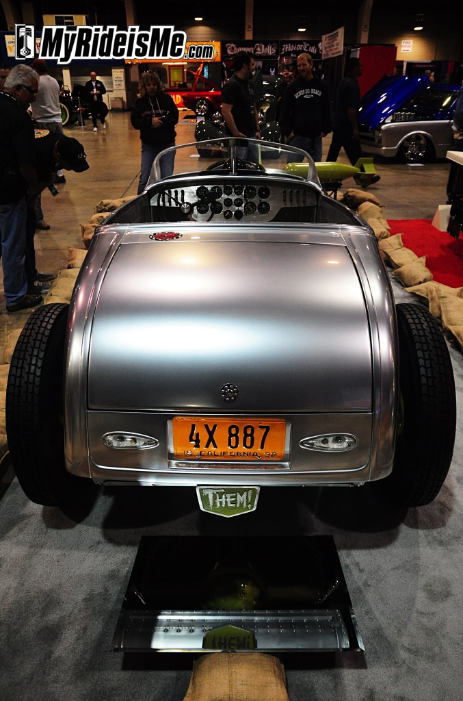 Platinum Bomb 32 Ford Roadster by Hollywood Hot Rods-7