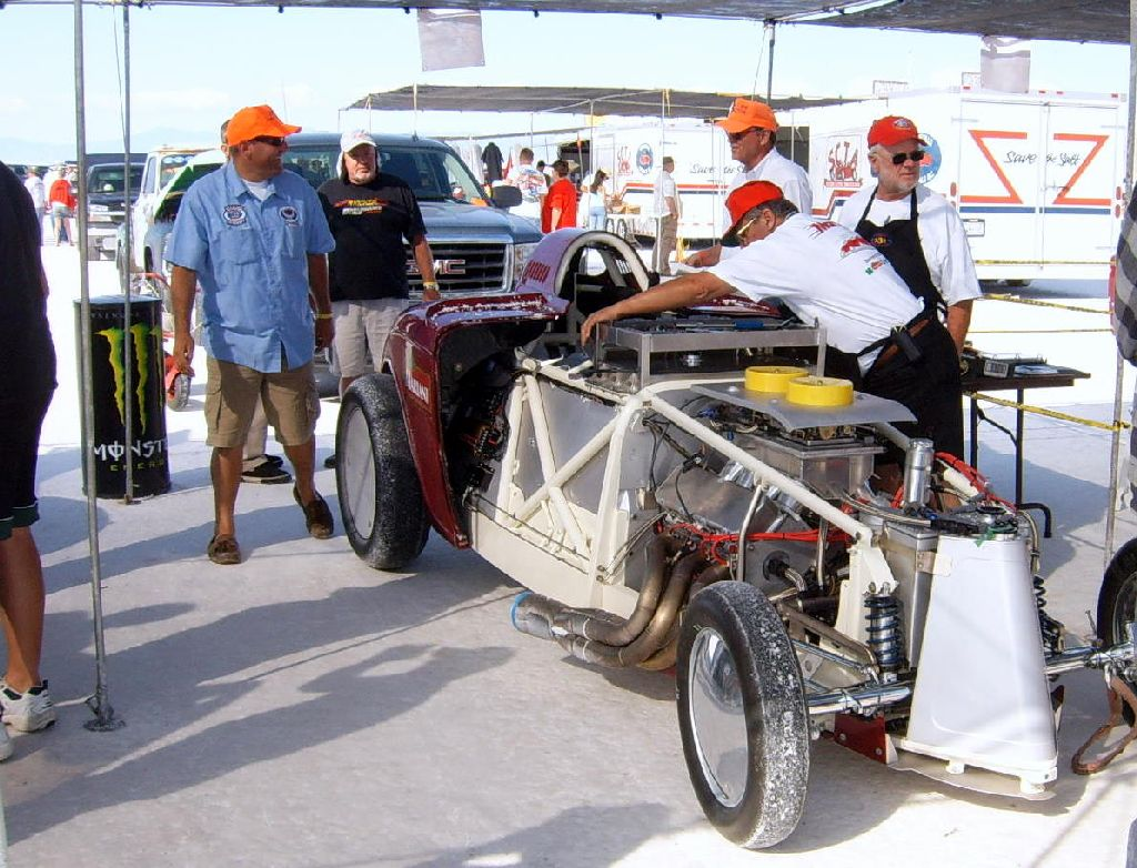 setting.record.at.bonneville.landspeedracing.speedweek, salt flats