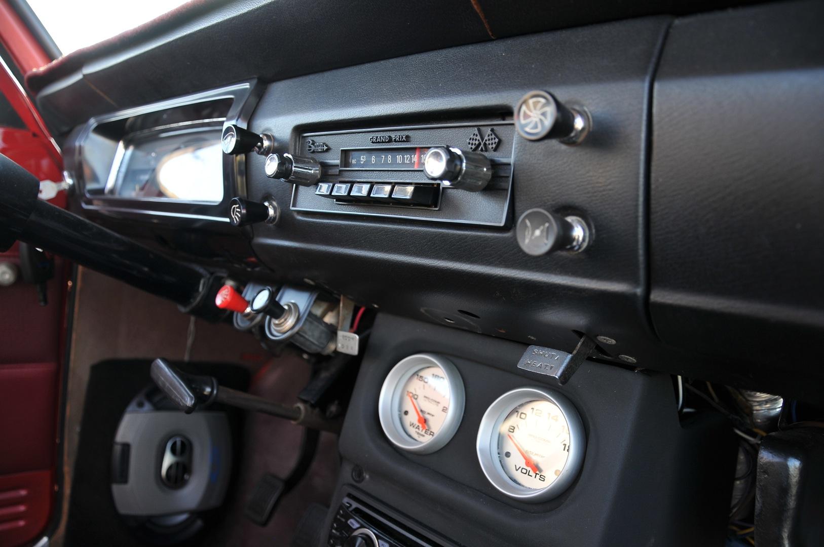 1969 Datsun 521 truck, Japanese classic truck interior, datsun dashboard