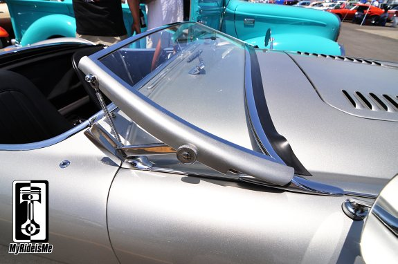 swept back windshield, austin healy,2013 LA Roadster Show