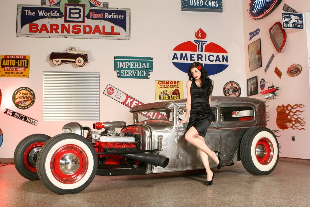 Pin-up et hotesse Nikki-Dodge-Hot-Rod-pinup-model-Nikki-Dodge