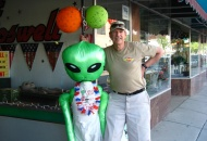 Hangin' out with the alien on the main drag of Roswell, NM.